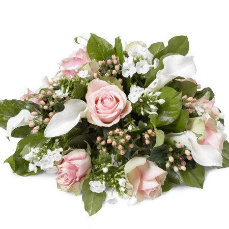 Rouwstuk biedermeier met zacht roze en wit tinten